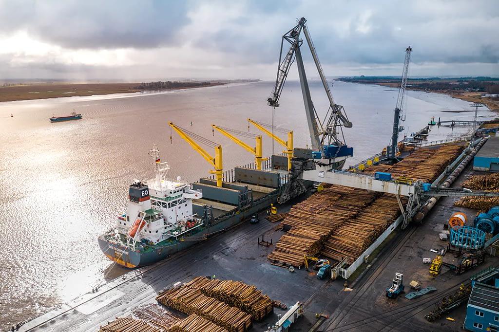 drohnenfotos luftaufnahme containerschiff nordenham